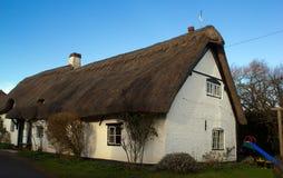 Casa de campo cobrida com sapê Fotografia de Stock