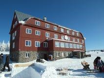Casa de campo da montanha em uma recreação e em uma estância de esqui Imagem de Stock Royalty Free
