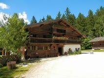 Casa de campo de madeira do museu do ar livre de Salzburger Fotografia de Stock