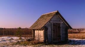 Casa de campo de madeira pequena imagem de stock