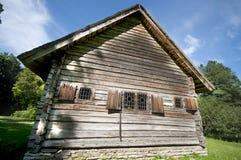 Casa de campo de madeira velha imagem de stock
