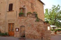 Casa de campo de Toscânia na vila de Chianti imagem de stock
