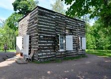 Casa de campo del abedul en el parque del palacio de Gatchina Imagen de archivo libre de regalías