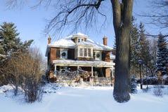 Casa de campo del invierno Foto de archivo libre de regalías
