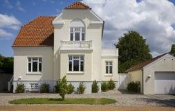 Casa de campo dinamarquesa agradável imagem de stock