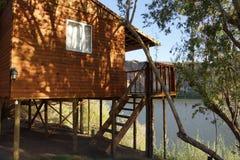 Casa de campo do feriado perto de um rio em Namíbia Imagem de Stock