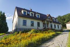 Casa de campo do país como uma casa senhorial pequena Imagem de Stock Royalty Free