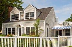 Casa de campo do verão com cerca foto de stock royalty free