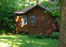 Casa de campo do vintage na guarnição do azul de Brown das madeiras Fotos de Stock Royalty Free