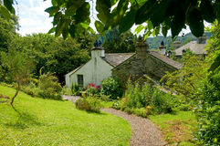 Casa de campo e jardim Foto de Stock