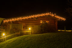 Casa de campo en el tiempo de la Navidad Imágenes de archivo libres de regalías