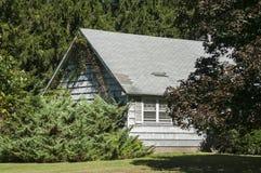 Casa de campo entre a natureza Fotos de Stock Royalty Free