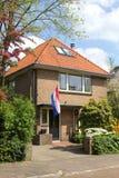 Casa de campo holandesa com a bandeira nacional holandesa, Holanda Imagens de Stock Royalty Free