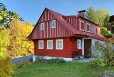 Casa de campo de madeira tradicional imagens de stock