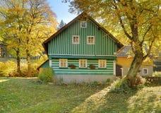 Casa de campo de madeira tradicional fotografia de stock royalty free