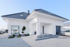 Casa de campo moderna enorme Imagens de Stock Royalty Free