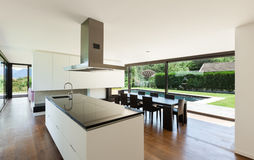 Casa de campo moderna, interior imagens de stock royalty free