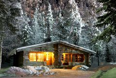 A casa de campo na floresta Imagens de Stock