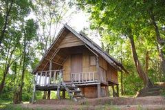 Casa de campo na floresta Foto de Stock Royalty Free