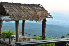 Casa de campo na montanha, casa de campo, cabana, cabine, barraca, alojamento, degradado Fotografia de Stock Royalty Free