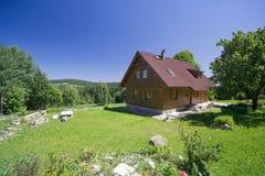 Casa de campo na natureza Fotografia de Stock