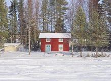 Casa de campo na neve Fotos de Stock