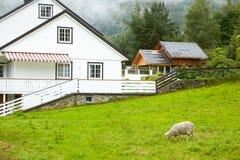Casa de campo nas montanhas Imagens de Stock