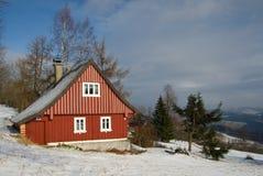 Casa de campo nas montanhas Imagem de Stock Royalty Free