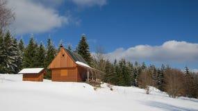 Casa de campo nas montanhas Fotos de Stock
