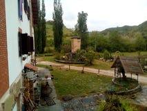 Casa de campo nas montanhas de Apennines, It?lia Constru??es subordinadas foto de stock