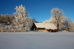 Casa de campo nevado imagem de stock royalty free