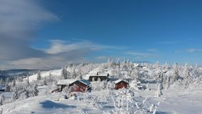 Casa de campo nevado Imagens de Stock Royalty Free