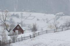 Casa de campo no inverno Imagens de Stock Royalty Free