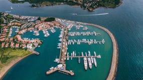 Casa de Campo Porto grande per parcheggio dell'yacht Occhio dell'uccello immagine stock