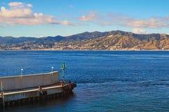 Casa de campo San Giovanni do porto de transporte Skyline do ` s da cidade no fundo Italy foto de stock royalty free