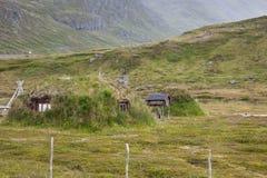 Casa de campo típica del tejado de la hierba del noruego Imágenes de archivo libres de regalías
