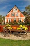 Casa de campo tradicional bonita fotos de stock royalty free