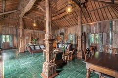 Casa de campo tradicional e antiga da sala de visitas do estilo do Javanese em Bali imagem de stock royalty free