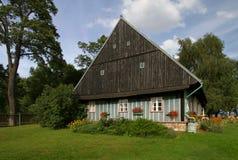Casa de campo verde Fotos de Stock Royalty Free