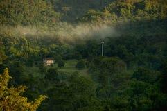 casa de campo verde da natureza Imagens de Stock Royalty Free