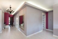 Casa de campo vibrante - corredor imagens de stock royalty free