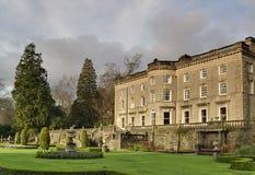 Casa de campo y jardín ingleses grandes Foto de archivo libre de regalías