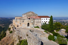 Casa de Capelo y el hotel histórico, dentro del castillo de Palmela Foto de archivo libre de regalías