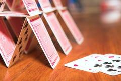 Casa de cartões fotografia de stock royalty free