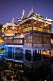Casa de chá do jardim de Shanghai Yu na noite foto de stock royalty free