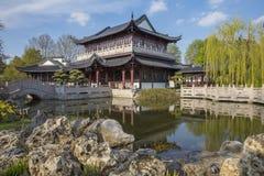 Casa de chá no jardim chinês em Luisenpark, Mannheim Fotografia de Stock
