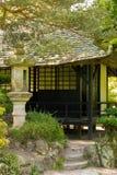 Casa de chá. Os jardins japoneses do parafuso prisioneiro nacional irlandês.  Kildare. Irlanda Foto de Stock