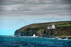 Casa de Clifftop, Keiss, Escócia do norte fotos de stock