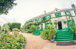 A casa de Clos Normand do impr francês famoso do jardim de Claude Monet Imagem de Stock