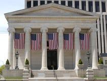 Casa de corte velha com bandeiras fotografia de stock royalty free